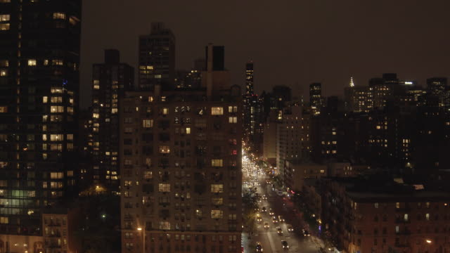 vidéos et rushes de establishing shot of downtown new york. big city in america, usa. - quartier de bureaux
