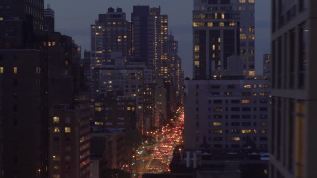 vídeos de stock e filmes b-roll de establishing shot of downtown new york. big city in america, usa. - plano geral