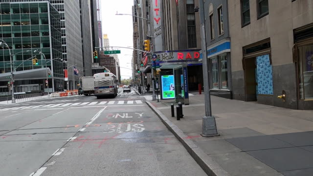 establishing shot of empty streets at the intersection of 50th street and sixth avenue in new york city in front of radio city music hall. - radio city music hall stock videos & royalty-free footage