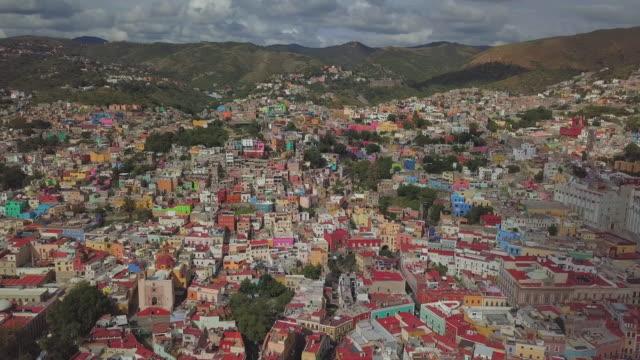 establishing shot of guanajuato city - village stock videos & royalty-free footage