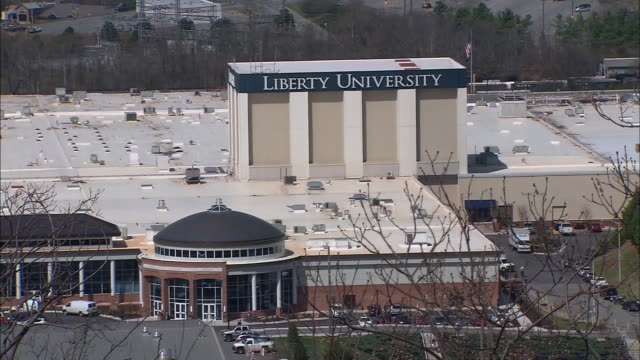 establishing shot of liberty university in lynchburg, virginia. - バプテスト点の映像素材/bロール