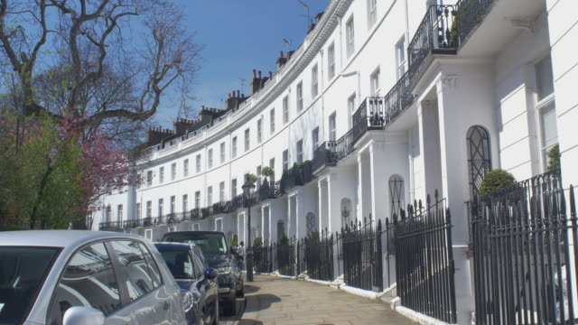 establishing shot of luxury london property - kensington und chelsea stock-videos und b-roll-filmmaterial