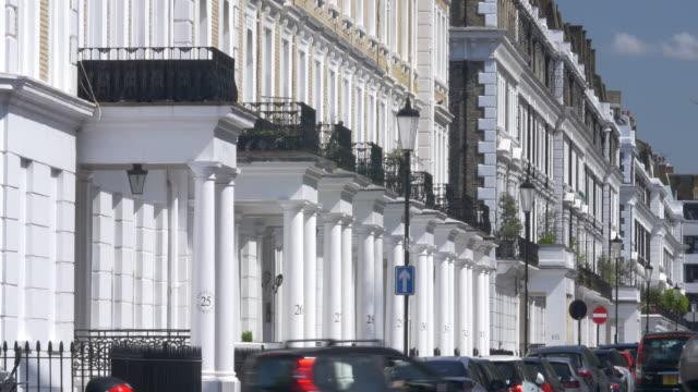 vídeos de stock e filmes b-roll de establishing shot of luxury london property - kensington e chelsea