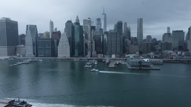 establishing shot of new york city on a gloomy night - international landmark stock videos & royalty-free footage
