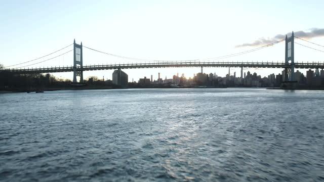 establishing shot of new york city's rfk triborough bridge at sunset - river east stock videos & royalty-free footage