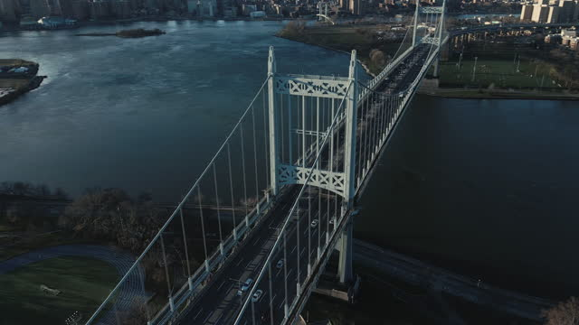 establishing shot of new york city's robert f. kennedy bridge - queens new york city stock videos & royalty-free footage