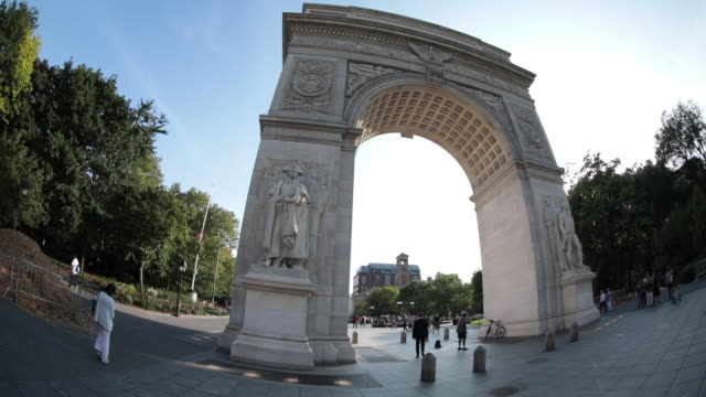 establishing shot of new york city's washington square park on a sunny afternoon - washington square park stock videos and b-roll footage