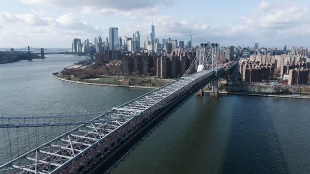 establishing shot of new york city's williamsburg bridge - establishing shot stock videos & royalty-free footage
