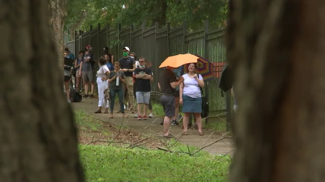 establishing shot of people waiting in line to vote during the coronavirus pandemic in atlanta, georgia. - healthcare and medicine or illness or food and drink or fitness or exercise or wellbeing stock videos & royalty-free footage