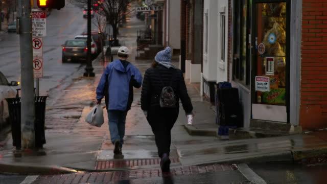 establishing shot of people walking on sidewalk on northampton street in easton, pennsylvania. - northampton stock-videos und b-roll-filmmaterial