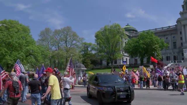 establishing shot of protesters outside of the capitol building in harrisburg, pennsylvania gathered to support reopening during the coronavirus... - human rights or social issues or immigration or employment and labor or protest or riot or lgbtqi rights or women's rights stock videos & royalty-free footage
