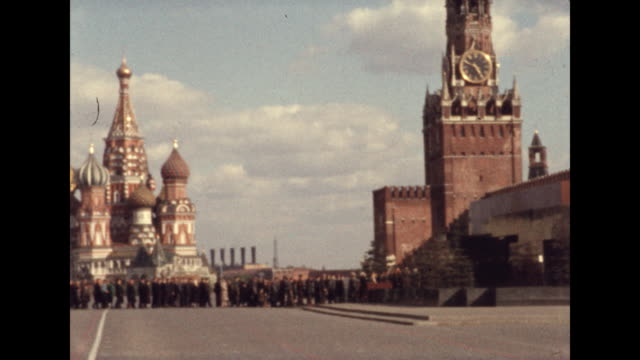 establishing shot of red square and people in line outside lenin's mausoleum in moscow, russia. - red square stock videos & royalty-free footage