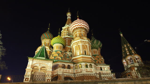 establishing shot of st. basil's cathedral of the blessed. - 赤の広場点の映像素材/bロール
