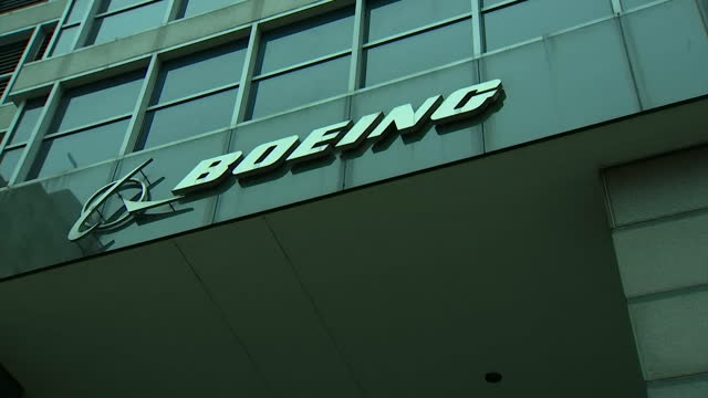 establishing shot of the boeing headquarters in chicago illinois - boeing stock videos & royalty-free footage