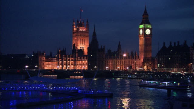 establishing shot of the british parliament and big ben at night in london, england. - music or celebrities or fashion or film industry or film premiere or youth culture or novelty item or vacations stock videos & royalty-free footage
