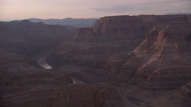 establishing shot of the grand canyon at sunset - grand canyon national park stock videos & royalty-free footage