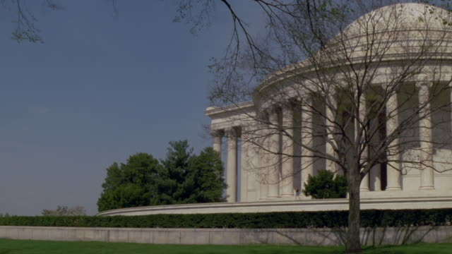 vidéos et rushes de establishing shot of the jefferson memorial - jefferson memorial