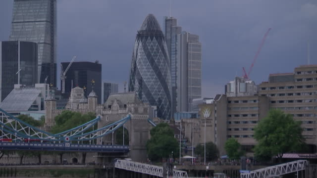 establishing shot of the london financial district and the tower bridge with the iconic building at 30 st. mary axe and also known as the gherkin in... - music or celebrities or fashion or film industry or film premiere or youth culture or novelty item or vacations stock videos & royalty-free footage