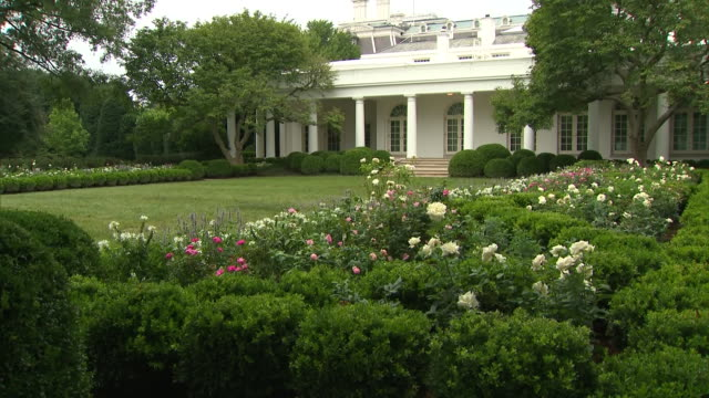 stockvideo's en b-roll-footage met establishing shot of the renovated rose garden at the white house in washington dc - united states and (politics or government)