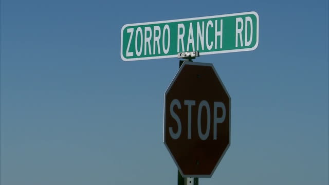 establishing shot of the street sign for zorro ranch rd near jeffrey epsteinõs property in stanley, new mexico. - new mexico stock videos & royalty-free footage