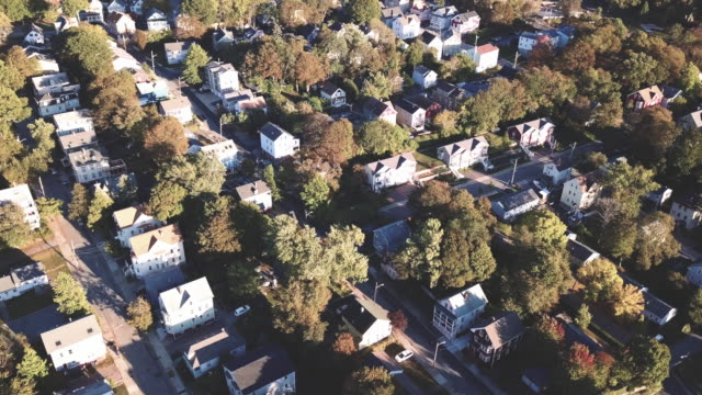 vídeos de stock, filmes e b-roll de establishing shot of the suburbs of providence, rhode island - rhode island