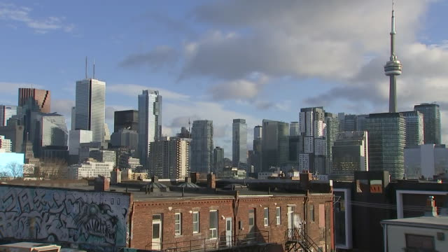 establishing shot of toronto skyline and cn tower from kensington market. - music or celebrities or fashion or film industry or film premiere or youth culture or novelty item or vacations stock videos & royalty-free footage
