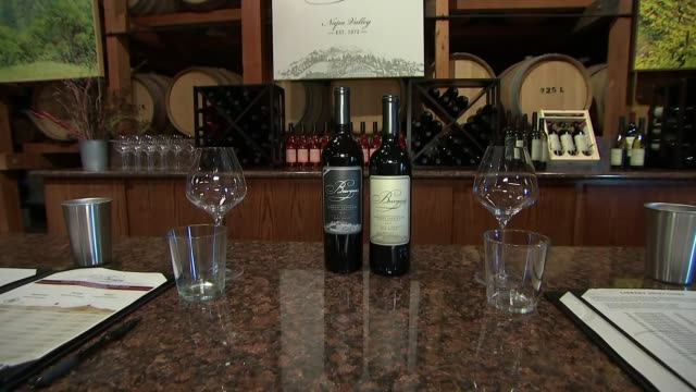 vídeos y material grabado en eventos de stock de establishing shot panning right of burgess cellars wine bottles, glasses, and countertop. - healthcare and medicine or illness or food and drink or fitness or exercise or wellbeing