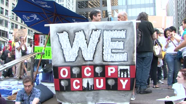 establishing shots of occupy wall. st. protest / zuccotti park / liberty square / establishing shots and a few cus on signs occupy wall street... - occupy protests stock videos & royalty-free footage