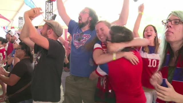 Estados Unidos le arrebata a Japon la Copa del Mundo de futbol femenino en una final que las norteamericanas definieron en los primeros 16 minutos
