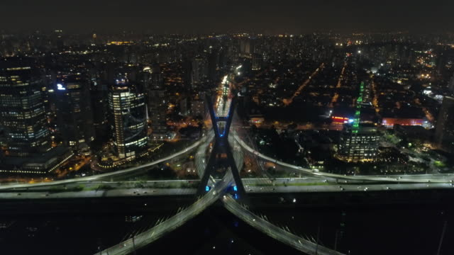 estaiada bridge in pinheiros river at night, sao paulo - cable stayed bridge stock videos & royalty-free footage