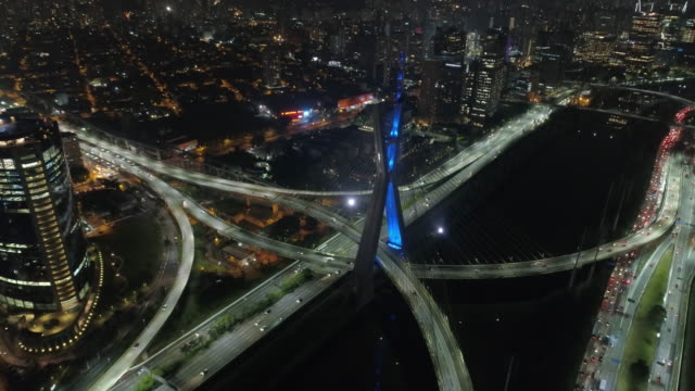 estaiada bridge in pinheiros river at night, sao paulo - são paulo stock videos & royalty-free footage