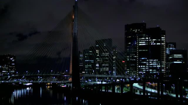 estaiada bridge in são paulo, octavio frias - 24コマ撮影点の映像素材/bロール
