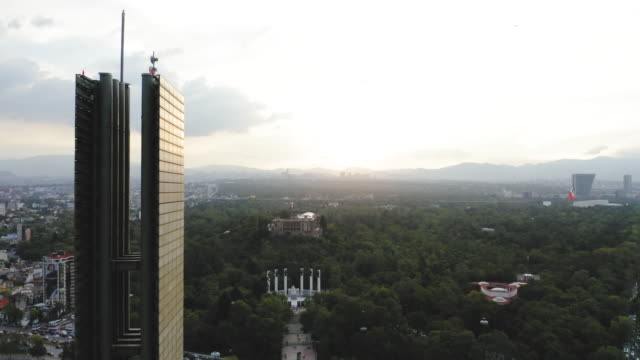 estala de luz monument in mexico city at sunset - aerial stock videos & royalty-free footage