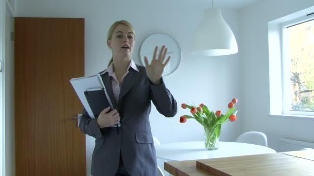 vidéos et rushes de estate agent talking on phone, uk - immobilier
