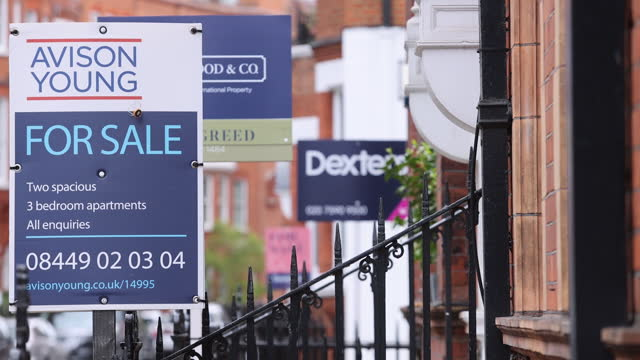 estate boards in luxury area of chelsea, city of london, london, england, u.k., on friday, may 21, 2021. - focus on foreground stock videos & royalty-free footage