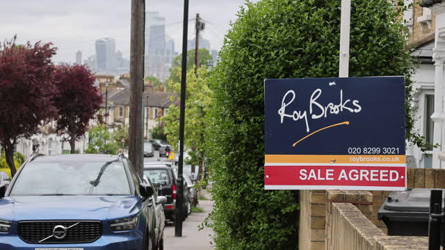 estate boards in luxury area of chelsea, city of london, london, england, u.k., on friday, may 21, 2021 - focus on foreground stock videos & royalty-free footage