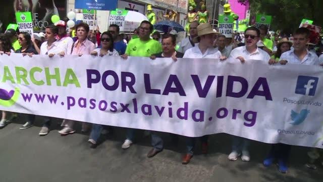 este sabado miles de manifestantes tomaron las calles de la capital mexicana para pedir la derogacion de la ley que permite el aborto ocho anos... - entrada stock videos and b-roll footage