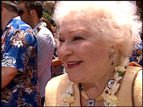 estelle harris at the 'lilo and stitch' premiere at the el capitan theatre in hollywood california on june 16 2002 - el capitan theatre stock videos & royalty-free footage