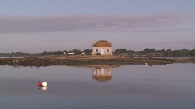 vidéos et rushes de estuary of etel  nichtarguer island oyster house - littoral