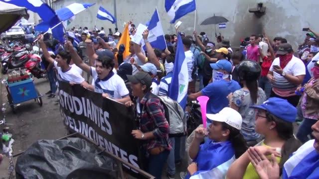 estudiantes y medicos protestaron el lunes en leon al noroeste de nicaragua en contra de los despidos de decenas de trabajadores del sector salud por... - nicaragua stock videos & royalty-free footage