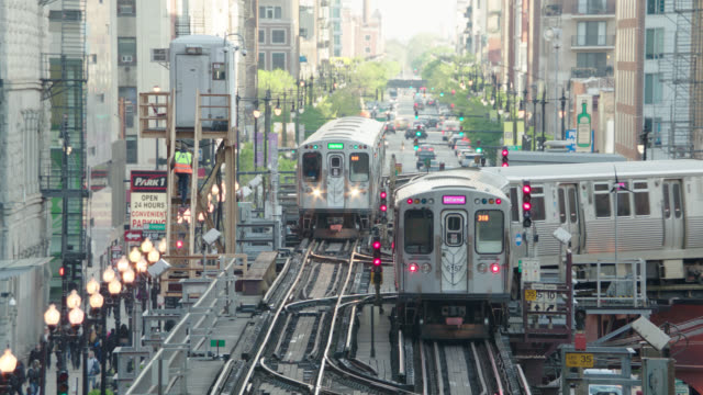2 - et trains, one parked, one away from camera then turns r, chicago, il - chicago 'l' stock videos & royalty-free footage
