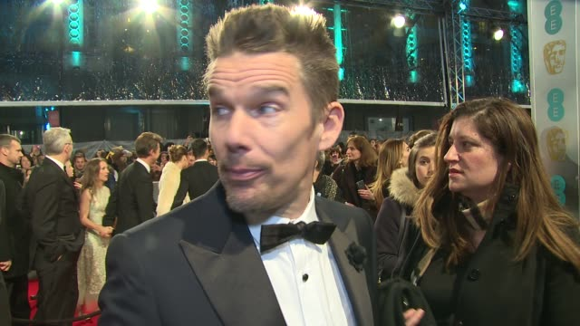 stockvideo's en b-roll-footage met interview ethan hawke on awards shows boyhood and his friednship with richard linklater at the ee british academy film awards london england february... - richard linklater