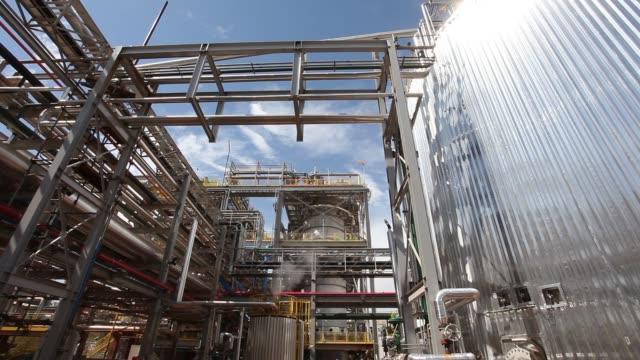 vídeos de stock, filmes e b-roll de ethanol plant, biofuel facilities, sao paulo state, brazil - refinaria