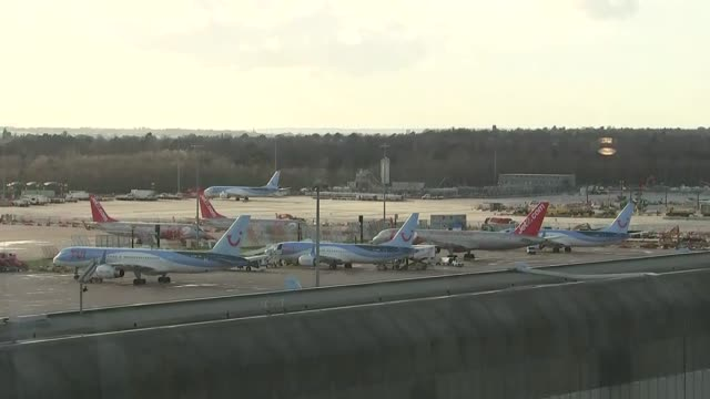 victims named / uk bans boeing 737 max 8 planes england greater manchester manchester airport ext wide shot boeing 737's on tarmac long shot people... - ボーイング点の映像素材/bロール
