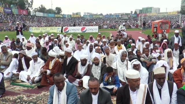 ethiopian muslims offer eid alfitr prayers in addis ababa ethiopia on june 25 2017 muslims around the world will celebrate the threeday eid alfitr... - エチオピア点の映像素材/bロール