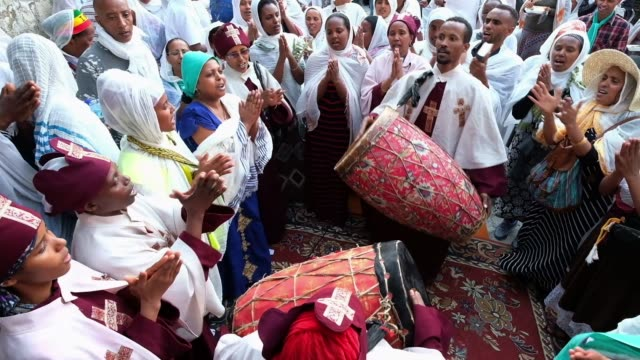ethiopian orthodox worshipers playing the kebero a double-headed, conical hand drum during celebration of good friday at deir el-sultan monastery... - resurrection religion stock videos & royalty-free footage