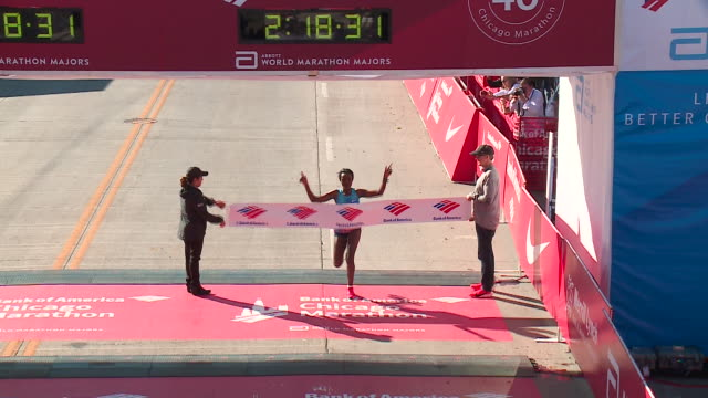 wgn ethiopia's tirunesh dibaba won the women's race in 21831 at the bank of america chicago marathon on oct 8 2017 - bank of america stock videos & royalty-free footage