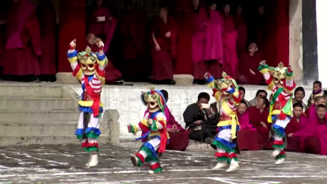 vídeos y material grabado en eventos de stock de ethnic tibetans in western china celebrated the oriental new year on february 21 by performing traditional mask dance called cham a longcherished... - lama