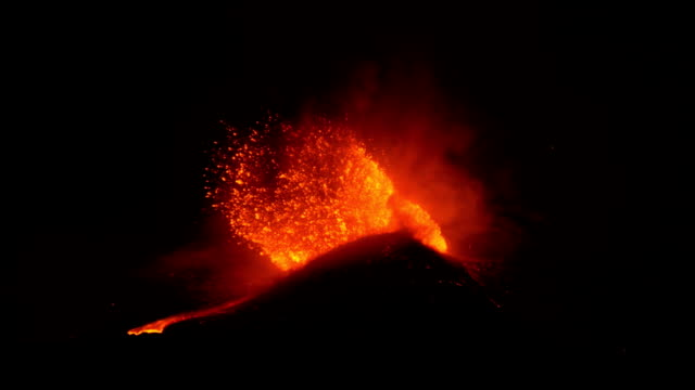 etna paroxismal eruption - eruzione video stock e b–roll