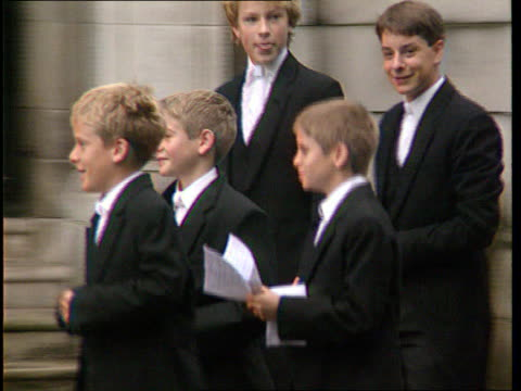 eton pupil commits suicide r06099518 berkshire eton ext eton schoolboys filing into building young schoolboys along boys one not in uniform towards... - eton berkshire stock videos and b-roll footage